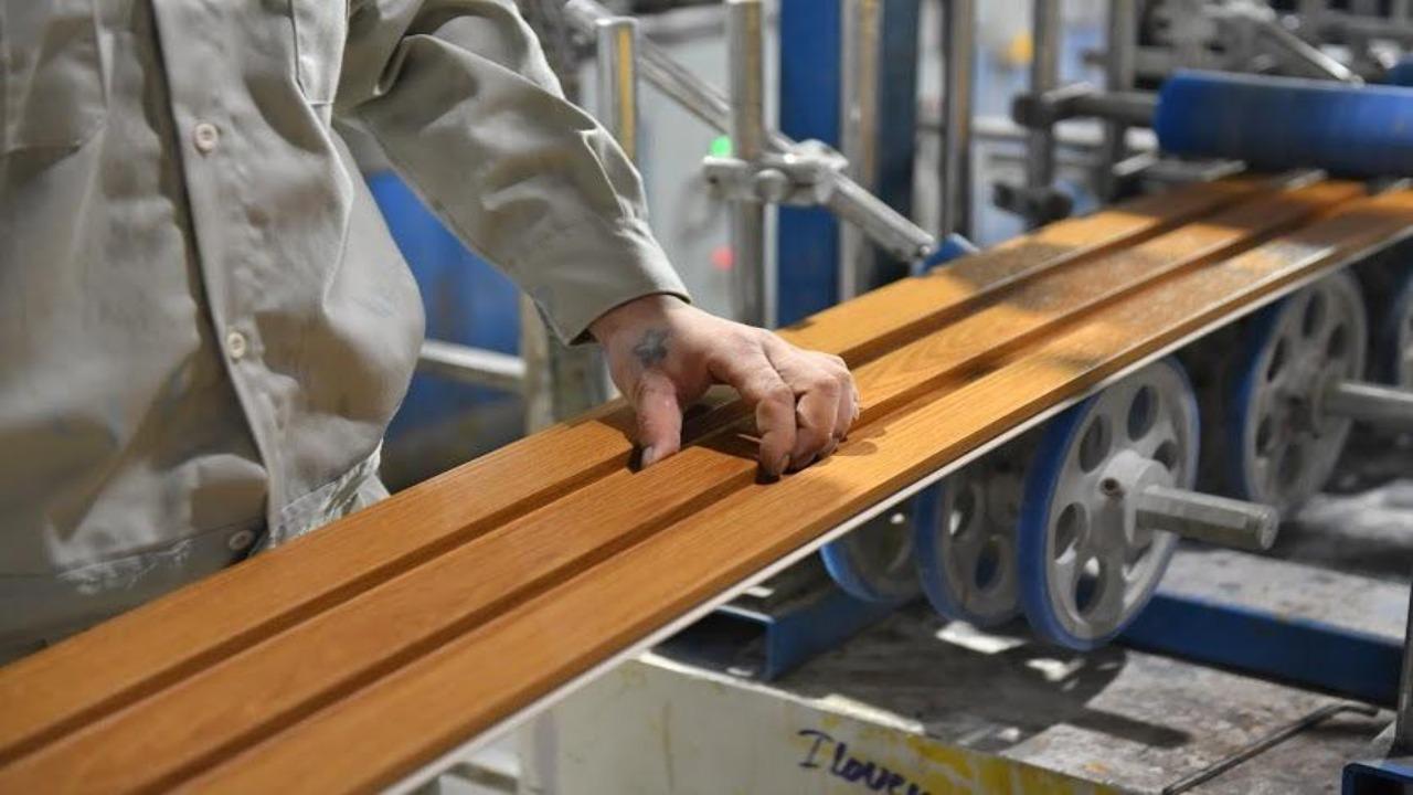 Công ty Việt Ý sản xuất gỗ nhựa